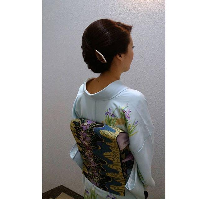 いずれあやめか、かきつばた季節ですね!素敵な装いのお客様です。#ヘアセット#和髪#あやめ#かきつばた#菖蒲#和装#和服#銀座ホステス #銀座#銀座セットサロン#スター美容室#並木通り# - from Instagram