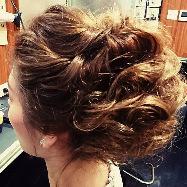 外国人さん風の、とても、素敵な、お客様です。要望画像からの、アレンジヘアーです。 #スター美容室 #銀座 #銀座クラブ#銀座セット#パーティーヘア#着付け#銀座ホステス#セットサロン#外国人風ヘア#銀座ヘアサロン#haircolor #ツイスト #クラブ#キャバクラ#美容室 #hairstylist #サロン#カールアップ#下目シニヨン #銀座美容室#外国人風カラー #ウェーブアレンジ#hairsalone#アップスタイルアレンジ #ホステス#パーティードレス#ルーズアップ#サロモ#銀座セットサロン#ツイストアレンジ - from Instagram