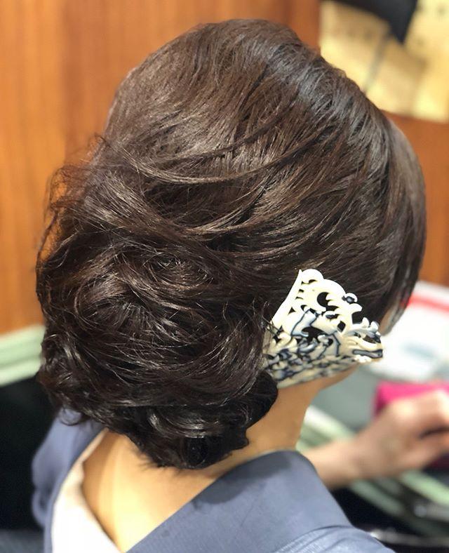 フワモコな感じに、華やかで大きめなヘアセットを作らせて頂いています付けている簪も大きくて華やかです いつもご来店ありがとうございます#着物#着物ヘア#着付け#和装#和装ヘア#簪#かんざし#髪飾り#銀座#銀座セットサロン #セットサロン#ヘアセット #ヘアセットサロン #銀座美容室#銀座ホステス#ホステス#美容室#お客様 - from Instagram