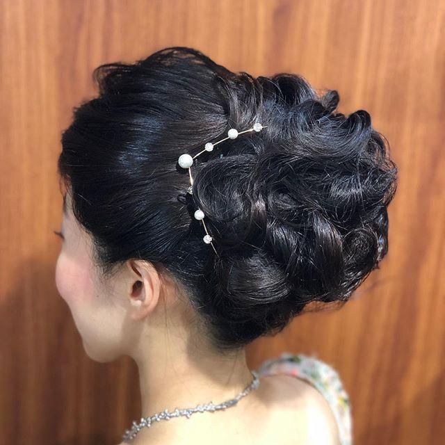 きっちりとゆるふわの間!#アップスタイル #ヘアアレンジ #ヘアスタイル #ヘアアクセサリー #ゆるふわアレンジ #きっちりヘア #黒髪アレンジ #hairstyle #hair #hairarrange #japanesegirl #ブライダルヘア #ブライダルヘアアレンジ #花嫁ヘア #カチューシャ #銀座ホステス #ginza #並木通り #namikihair #スター美容室#銀座美容室#スタッフ募集中 #銀座 - from Instagram