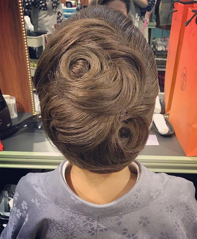 本日もご来店ありがとうございましたお客様がイメージするヘアセットに少しづつ近づく事が出来ました #銀座#銀座美容室#美容室#銀座セットサロン#セットサロン#和髪#和装#和装ヘア #着物#着物ヘア #ホステス#銀座ホステス#hairstyle #hairstyles #hairarrange #お客様#スタッフ募集#スタッフ募集中 - from Instagram