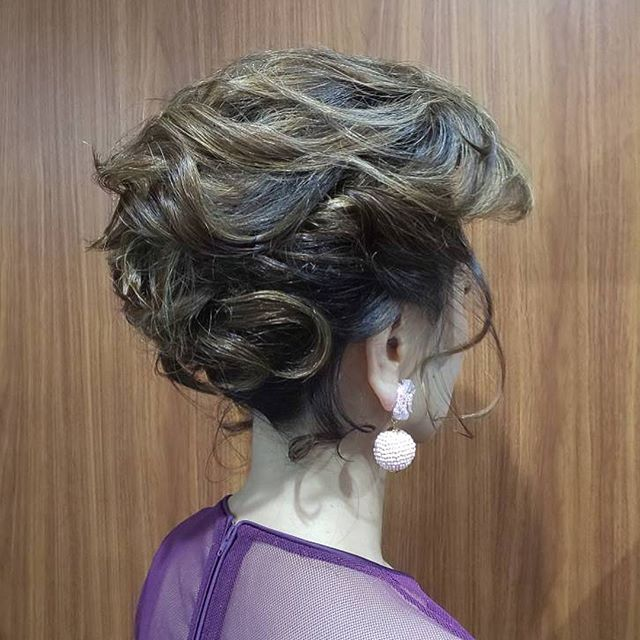 ショートボブからの変身です!ほとんど逆毛なしですがボリュームもだしました。#アップスタイル #ヘアアレンジ #ヘアスタイル #ヘアアクセサリー #ゆるふわアレンジ #きっちりヘア #黒髪アレンジ #hairstyle #hair #hairarrange #japanesegirl #ブライダルヘア #ブライダルヘアアレンジ #花嫁ヘア #カチューシャ #銀座ホステス #ginza #並木通り #namikihair #スター美容室#銀座美容室#スタッフ募集中 #銀座 - from Instagram
