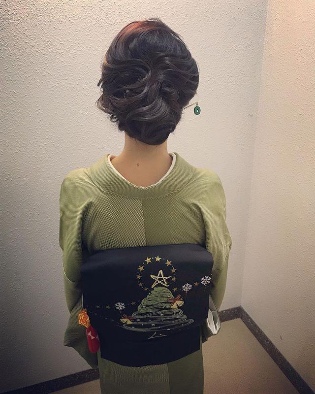 本日もご来店ありがとうございましたクリスマスバージョンのお着物と簪でのご来店で、とってもおしゃれなお客様です️ #銀座#銀座美容室#美容室#銀座セットサロン#和髪#和装#和装ヘア#着物#着物ヘア#銀座ホステス#ホステス#ゆるふわアレンジ #簪#かんざし#アップヘア #クリスマス#クリスマスパーティー #スタッフ募集#スタッフ募集中 - from Instagram