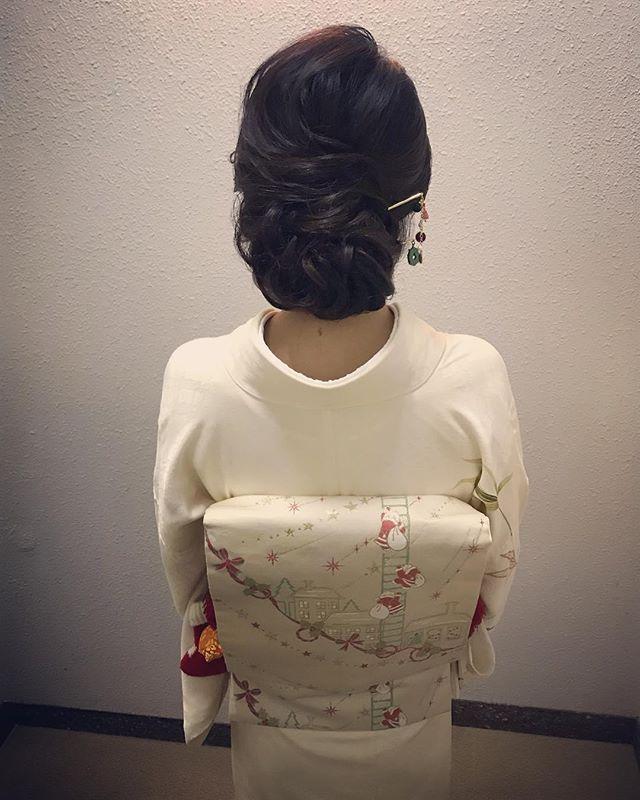 本日もご来店ありがとうございましたクリスマスバージョンのお着物と簪でのご来店、第3弾です 帯締めに赤い靴下の飾りが引っかかっていて、とてもかわいかった️ #銀座#銀座美容室#美容室#銀座セットサロン#ゆるふわアレンジ #和髪#和装#和装ヘア#着物#着物ヘア#hairstyle #hairstyles #hairarrange #クリスマス#クリスマスパーティー #サンタクロース#簪#かんざし#銀座ホステス#ホステス#お客様#スタッフ募集#スタッフ募集中 - from Instagram