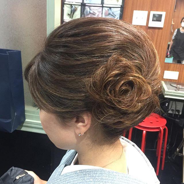 髪の毛で花を作りました。#髪の毛で花 #着物#誕生日#わがみ #着物アップスタイル #和装ヘア #アップスタイル #銀座#ヘアースタイル #ホステス#並木通り - from Instagram