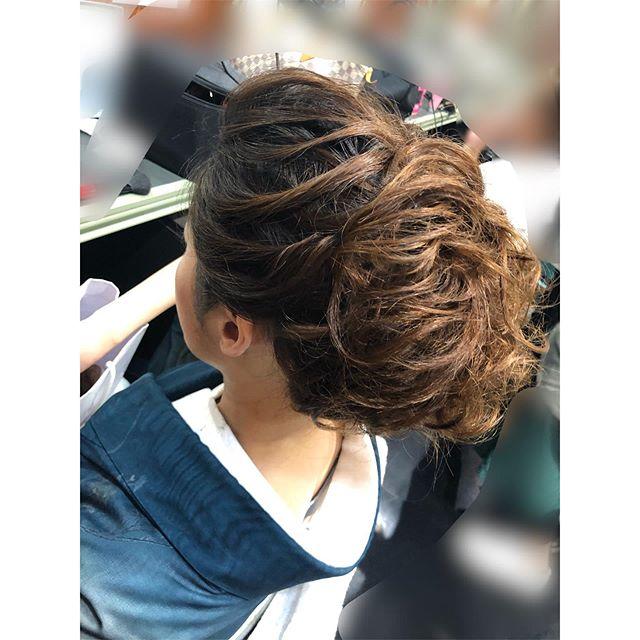 動きのある和髪です。#着物 #着物ヘア#かんざし#和髪 #hairstyle # #和装 #和装ヘア #ヘアアレンジ #hairarrange #銀座 #並木通り #銀座ホステス #銀座クラブ #ginza #ヘアセット #ヘアセット専門店 #銀座美容室 #スター美容室 #銀座ヘアセット #銀座ヘアセットサロン#ヘアセット #和装結婚式 #和装前撮り #和装小物 #和装ヘアスタイル - from Instagram