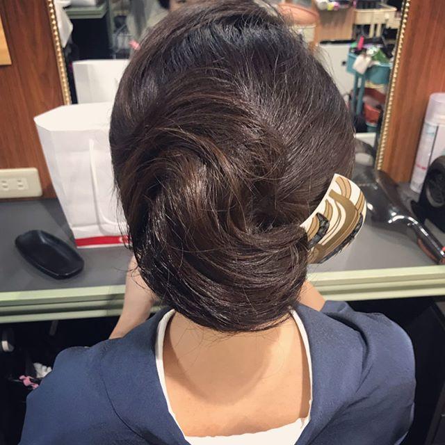 緩やかな毛流れのシニヨンスタイルです!#銀座#銀座美容室 #銀座セットサロン#セットサロン#ginza #美容室#和装#和髪#和装ヘア #着物#着物ヘア #着物ヘアアレンジ #簪#かんざし#パーティーヘア #銀座ホステス#ホステス#hairstyle #hairstyles #hair #hairarrange #kimono #お客様 - from Instagram