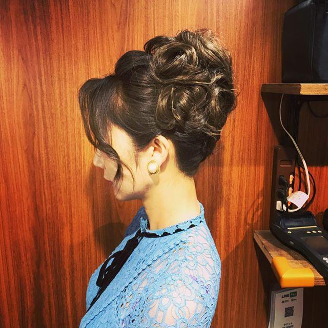 高めの位置での上品なカールアップです♂️ #銀座#銀座美容室#銀座セットサロン#セットサロン#美容室#ginza #銀座ホステス#ホステス#ヘアアレンジ #ドレス#hair #hairstyles #hairarrange #お客様 - from Instagram