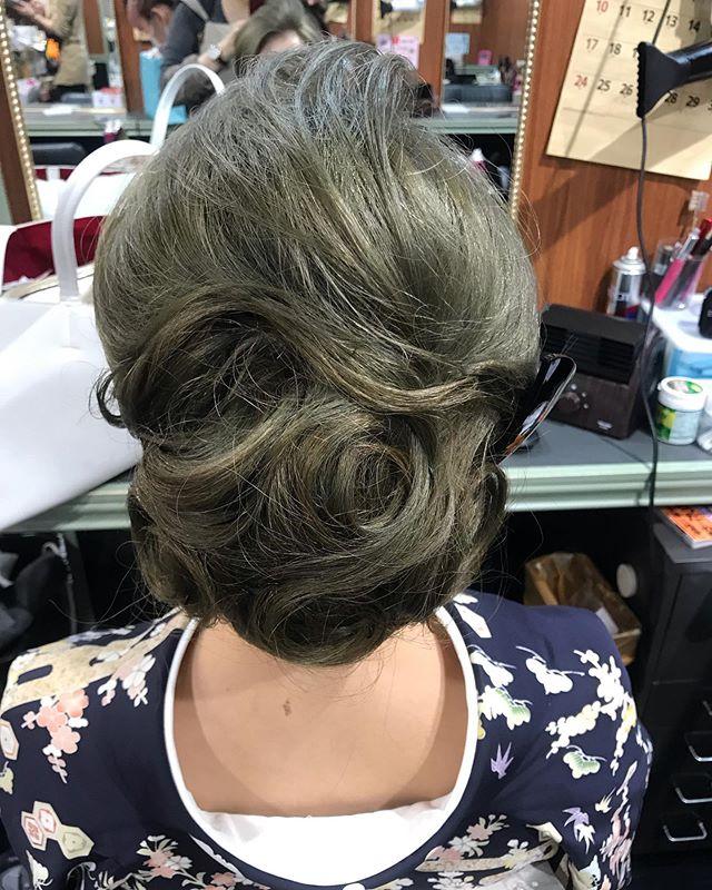 本日もご来店ありがとうございました動きのあるシニヨンです#銀座#銀座セットサロン#銀座ヘアセット #セットサロン#銀座美容室#美容室#ginza #hairstyle #hairstyles #hairarrange #kimono #着物#着物ヘア#和装#和装ヘア #和髪 #かんざし#簪#並木通り#スター美容室#銀座ホステス#ホステス#お客様#ヘアアレンジ - from Instagram