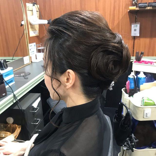 シンプルなアップヘア#銀座#銀座美容室#銀座ヘアセット#銀座セットサロン#美容室#ヘアセット#セットサロン#ginza#hair#hairstyle #hairstyles #hairarrange #銀座ホステス#ホステス#並木通り#スター美容室#アップヘア #お客様 - from Instagram