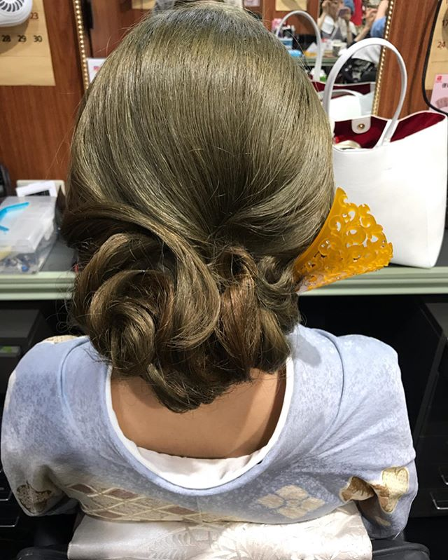 ハイトーンの髪色での和装ヘアキッチリしすぎず、崩しすぎないように作らせて頂きました#銀座#銀座美容室#美容室#銀座セットサロン#銀座ヘアセット#セットサロン#ヘアセット#ヘアセット専門店 #ginza#hairstyle #hair #hairstyles #hairarrange #着物#着物ヘア#和装#和装ヘア#和髪#かんざし#簪#銀座ホステス#ホステス#並木通り#スター美容室#お客様 - from Instagram