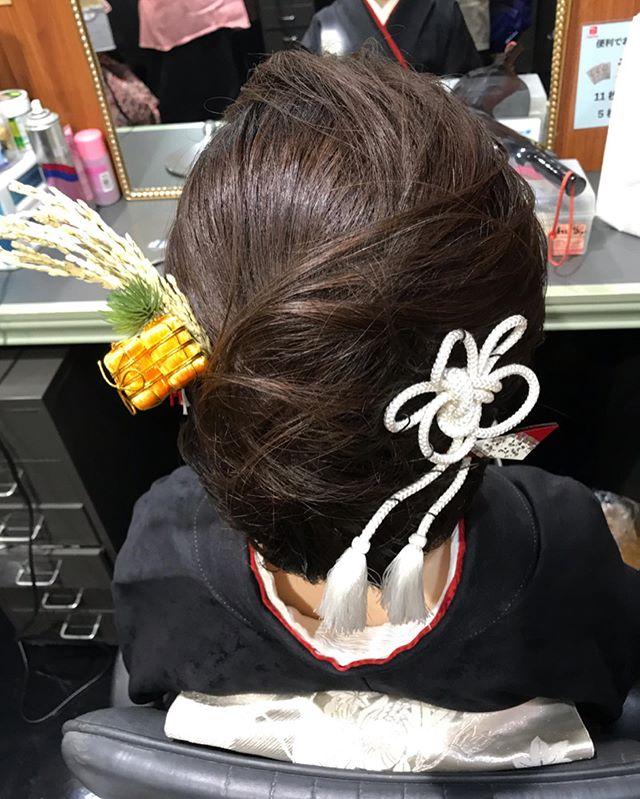 俵付きの稲穂のかんざしとっても縁起が良さそう#お正月 #銀座#銀座ヘアセット#銀座美容室#美容室#銀座セットサロン#セットサロン#かんざし#簪#和髪#着物#着物ヘア#和装#和装ヘア#着物ヘアアレンジ#ginza#hair #hairstyle #hairstyles #hairarrange #銀座ホステス#ホステス#並木通り#スター美容室#お客様#稲穂 - from Instagram