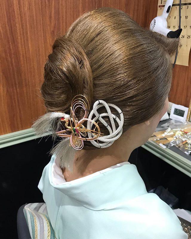 明けましておめでとうございます本年も宜しくお願いいたします#お正月 #銀座#銀座美容室#美容室#銀座セットサロン#セットサロン#並木通り#着物#着物ヘア#和装#和装ヘア#簪#かんざし#和髪#水引#ginza#hair #hairstyles #hairarrange #hairstyle #銀座ホステス#ホステス#お客様#スター美容室 - from Instagram