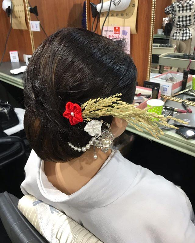 普段はショートボブのお客様お正月なので付け毛を使ってシニヨンにして華やかに本年も宜しくお願い致します#お正月 #銀座#銀座美容室#美容室#銀座セットサロン#セットサロン#並木通り#着物#着物ヘア#和装#和装ヘア#簪#かんざし#和髪#水引#ginza#hair #hairstyles #hairarrange #hairstyle #銀座ホステス#ホステス#お客様#スター美容室 - from Instagram