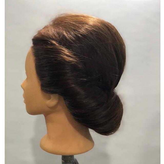 先日の徹子の部屋での吉永小百合さんの髪型が素敵でしたので真似してみました!40年程前の映像でしたが良い物は変わらないですね。吉永小百合さんも可憐で素敵です。#吉永小百合 さん#徹子の部屋#ヘアアレンジ #hairarrange #銀座 #並木通り #銀座ホステス #銀座クラブ #ginza #ヘアセット #ヘアセット専門店 #銀座美容室 #スター美容室 #銀座ヘアセット #銀座ヘアセットサロン#スター美容室 #アップスタイル #ヘアアレンジ #ドレス #ドレスヘアー #銀座 #銀座八丁目 #銀座8丁目 #並木通り #銀座ホステス #銀座クラブ #銀座ヘアセット #銀座ヘアサロン #銀座美容院 #セットサロン #ヘアセット専門店 #美容室 #和髪#稲穂#お正月 #かんざし#レトロ着物 #レトロガール - from Instagram
